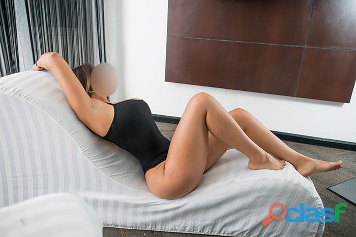 La mejor chica para hacer tríos sexy y ardiente soy Susana. 1