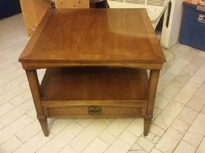 Mueble o mesa, candelabro, cosas antiguas de coleccion
