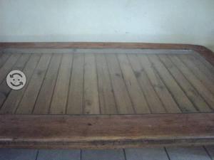 Vitrina y mesa rustica
