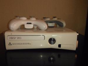 Consola xbox 360 slim 2 controles
