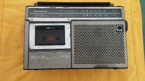 Radio grabadora am/fm sanyo.