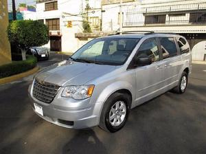 Chrysler town & country familiar 2010