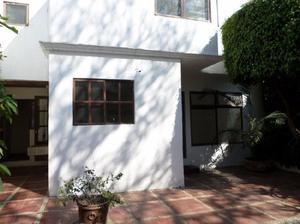 Se vende céntrica casa // la pradera / $1.999.999