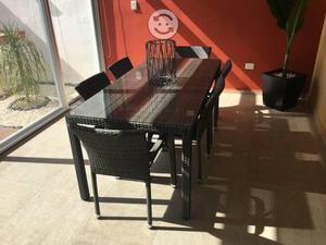 Mesa cubierta vidrio templado y con 6 sillas