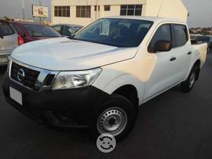 Nissan np300 doble cabina impecable !!