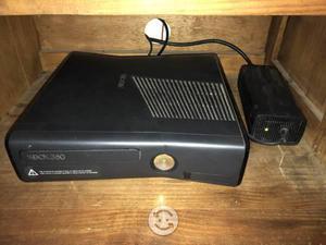 Xbox 360 con juegos y 2 controles