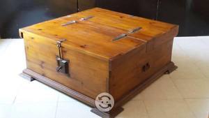 Mesa de centro de madera tipo baúl