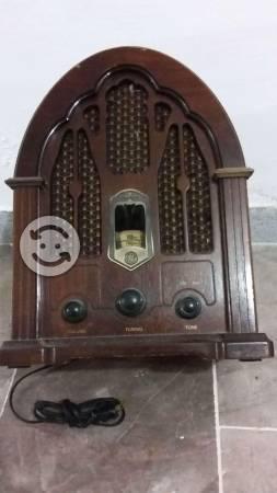 Radio de madera tipo antiguo