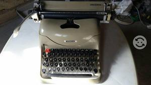 Máquina de escribir antigua para coleccionistas