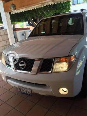 Nissan pathfinder equipada