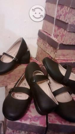 Lote de zapatos escolares nuevos