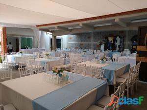 Renta de sillas y mesas ideal para tu evento