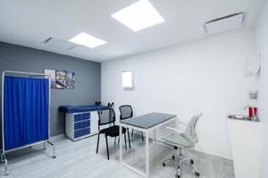 Consultorio médico equipado, privado o por horas al mes.