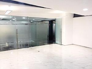 Oficina de 80 m2 para 30 usuarios en zona esmeralda