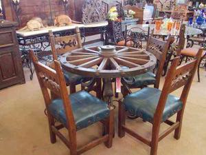 Comedor con rueda de carreta para 4 personas. estilo antiguo