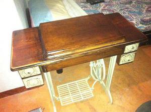 Maquina de coser singer con mueble de madera base hierro