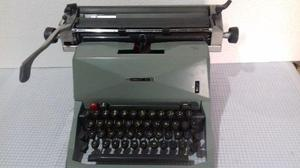 Maquina de escribir antigua olivetti 82