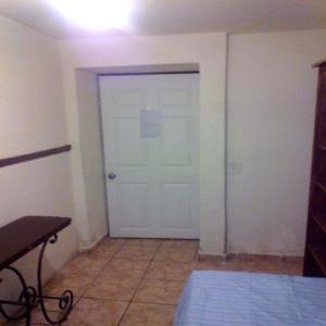 Rento bonita habitacion amueblada servicios incluidos