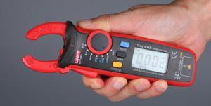 Amperimetro gancho 200amp ac y dc 600v ohm farad hz ut210d