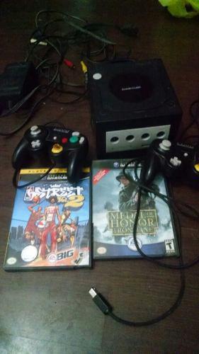 Nintendo game cube con 2 controles y dos juegos