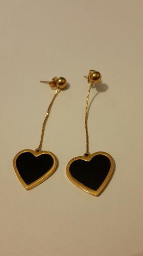 c889c89471c4 Aretes largos oro laminado y acero de corazon negro envio gr