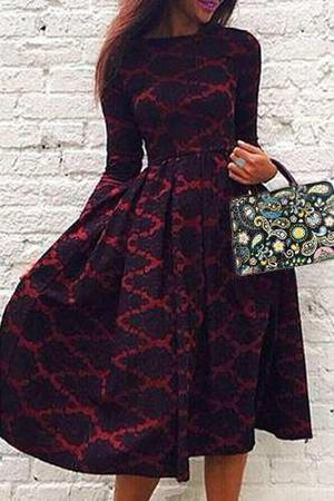 Cuello redondo impreso de manga larga de un vestido de