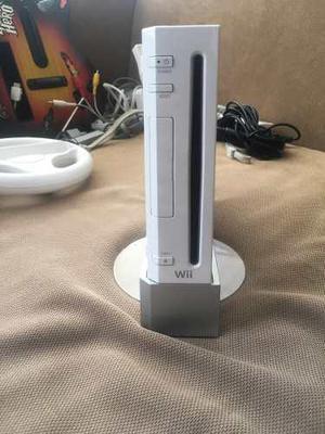 Consola wii con controles, juegos y accesorios extra.