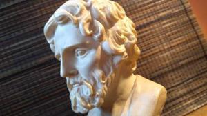 Figura escultura de galeno en alabastro