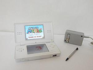 Nintendo ds lite con muchos juegos en memoria