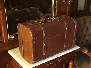 Antigua / vintage / retro balija veliz maleta en color cafe