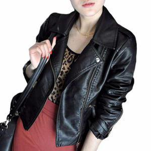 Tsuki moda japonesa: chamarra imitación piel casual negra