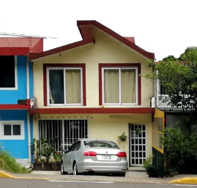 Hermosa y funcional casa comercial en venta sobre blvd.
