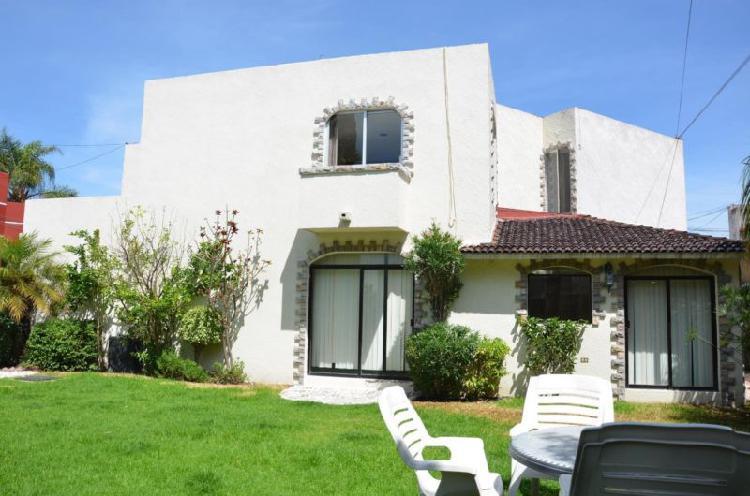 Casa con jardín grande en camino real a cholula a 2 cuadras