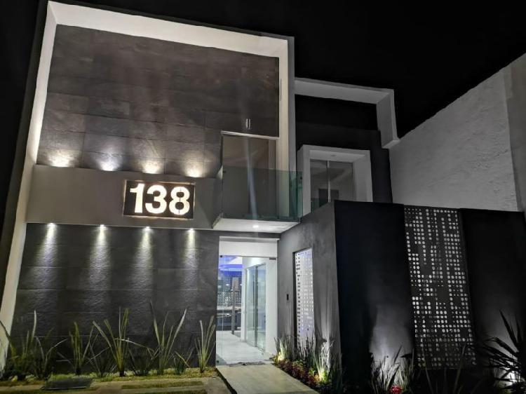 Exclusiva residencia en privada con 4 habitaciones. dos