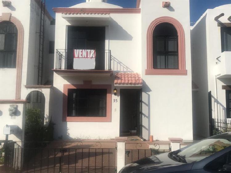 Casa de tres recamaras en residencial privada san geronimo