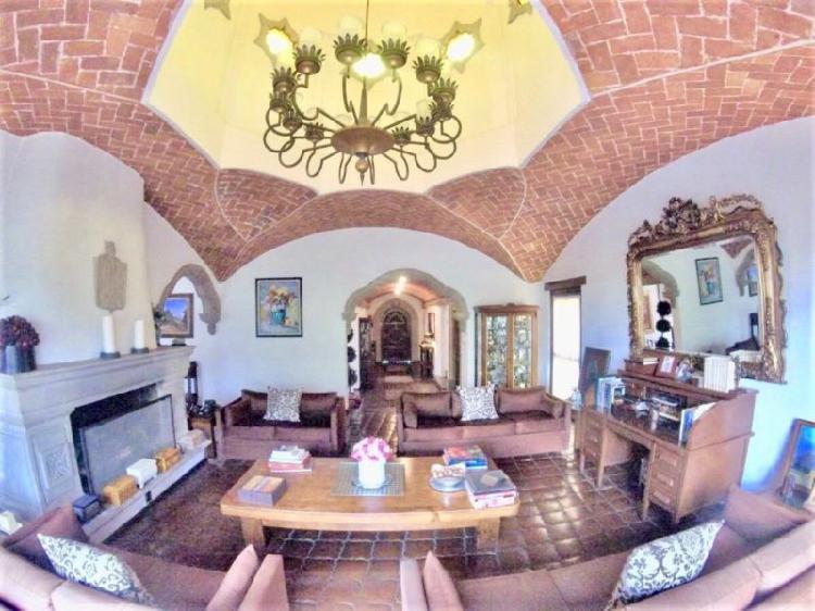 Increíble casa estilo mexicano en club de golf méxico,
