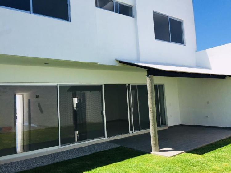 Venta de casa nueva con amplios espacios en juriquilla