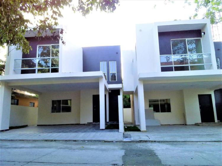 Dos casas modernas en excelente ubicación. colonia.