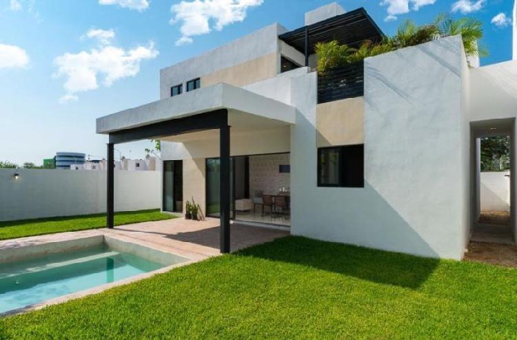 Casa minimalista con jardin y amplios espacios, ubicada al