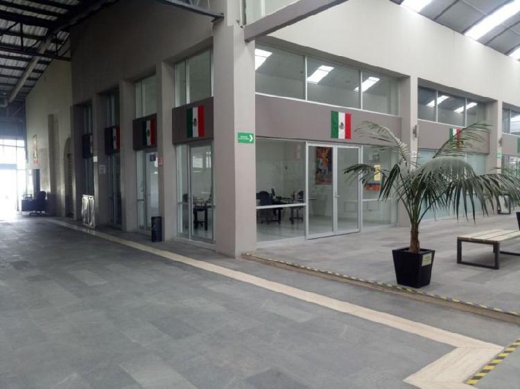 Renta de local dentro de plaza comercial sobre av. tollocan,