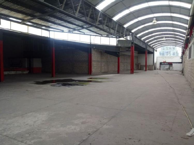 Renta local dentro de plaza comercial de 1300 m2 en