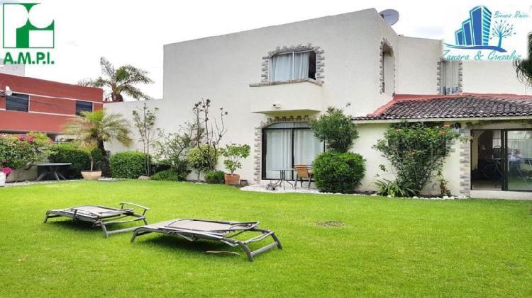 Casa con jardín grande en camino real a 2 cuadras de