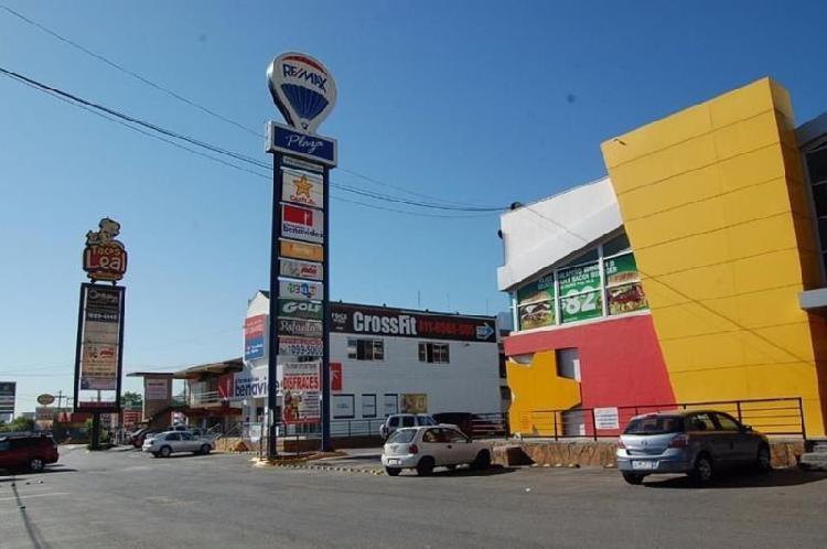 Local comercial en renta en carretera nacional plaza remax /