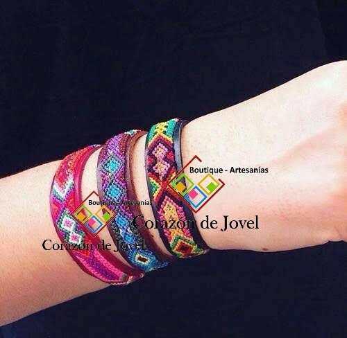 f9342456aa03 6 docenas pulseras de cuero bordadas artesanales  chiapas en México ...