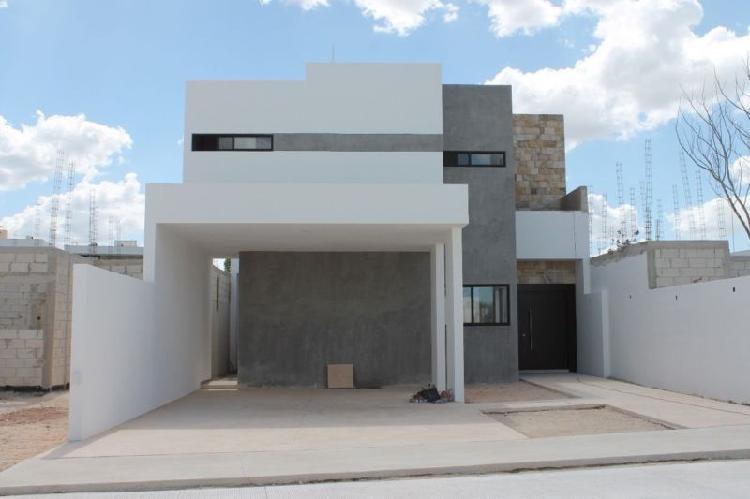 Casa en privada albarella modelo f /