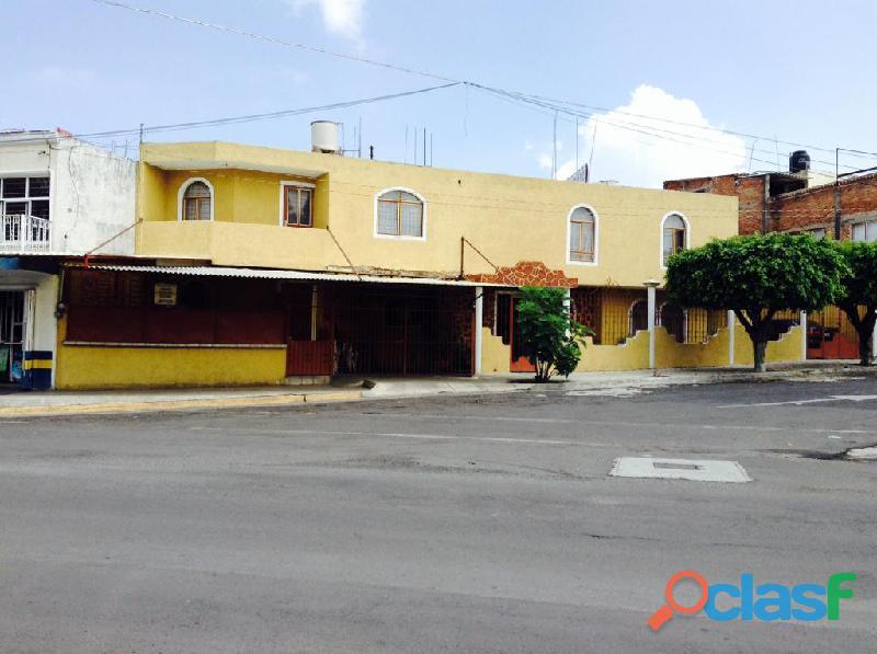 Oportunidad remato casa una cuadra terraza oblatos con local comercial, 3 recamaras inf. 3314435103