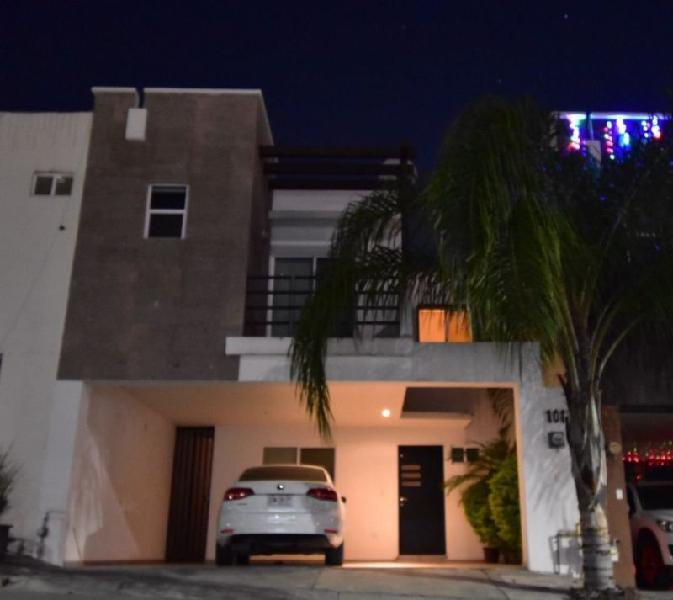 Casa en renta en fracc. residencial de la sierra - zona