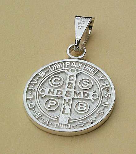 c51ab5d5f640 Dije cruz medalla benito 【 REBAJAS Agosto 】   Clasf