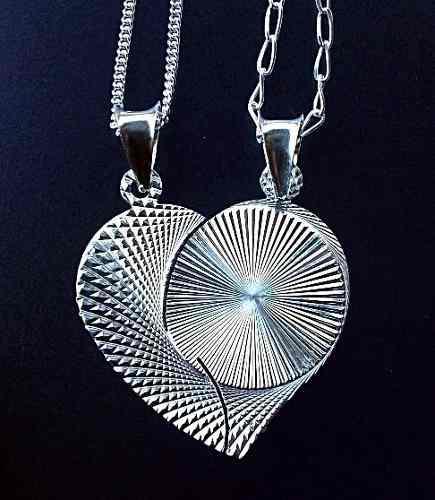 74381998ea32 Pareja cadena y dije de corazón partido personalizado plata en ...