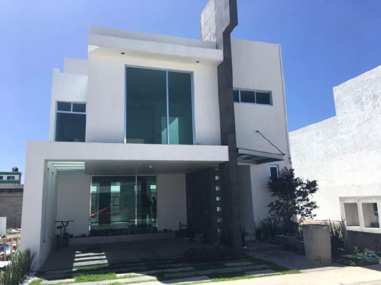 Residencia con amplios espacios, doble altura y grandes